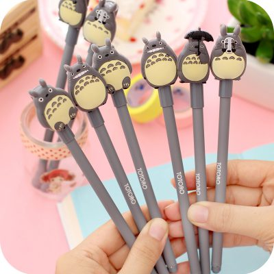 Hands holding 6 Toroto gel pens