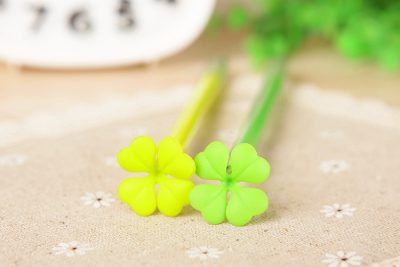 2 four-leaf clover gel pens closeup of topper