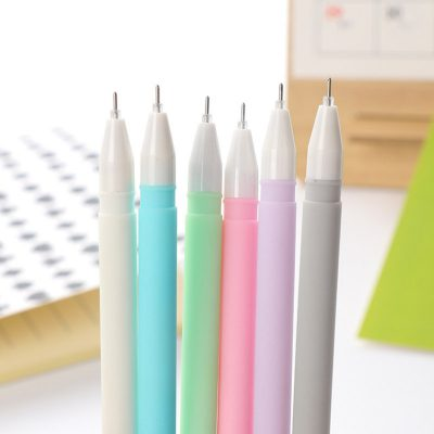 Uncapped pastel gel pens 6 different colors